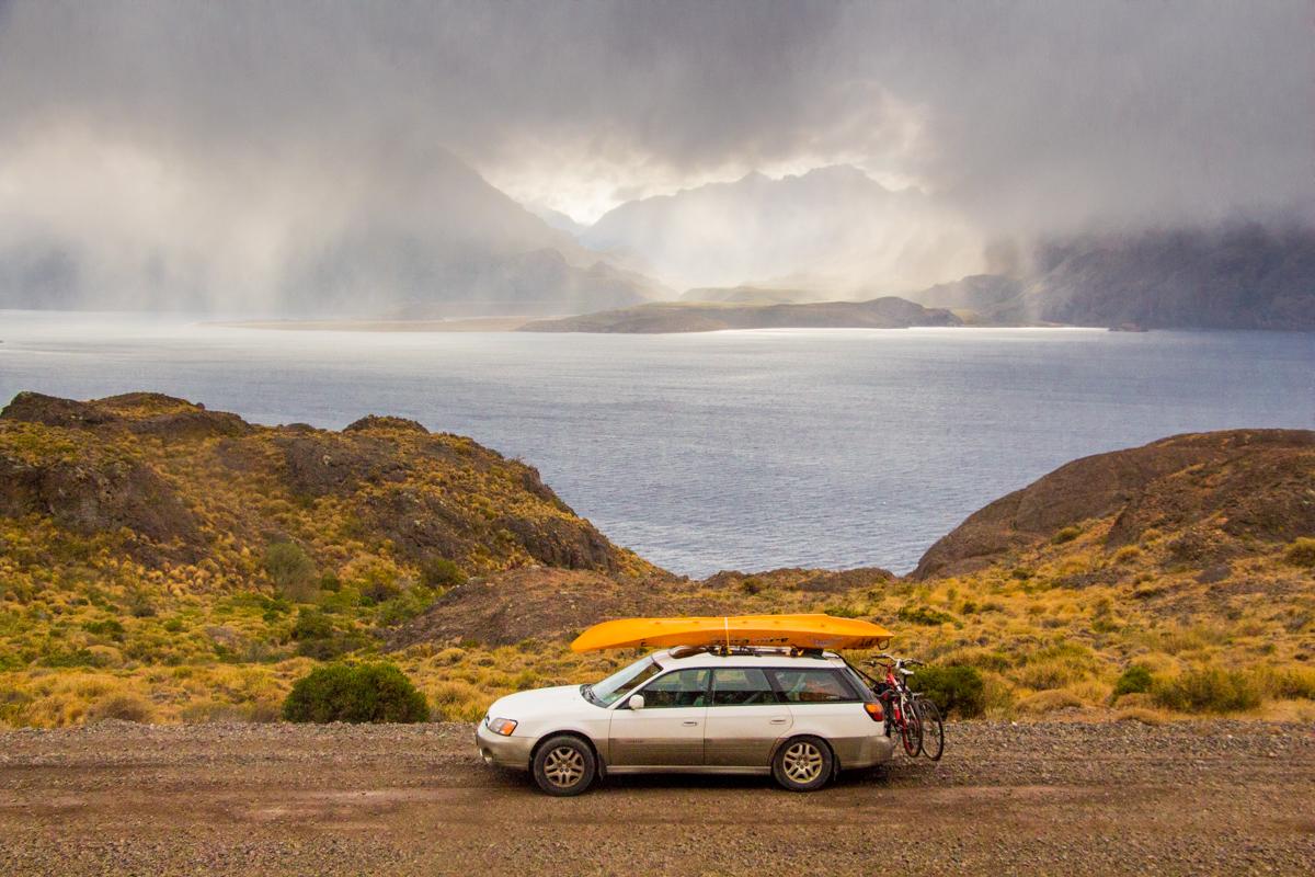 chile chico, patagonia, lago general carrera, montañas, subarú outback, chile, carretera austral